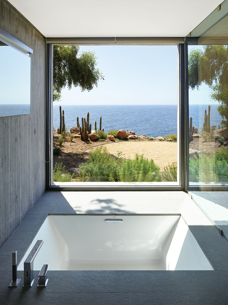 10 Bathrooms With a View