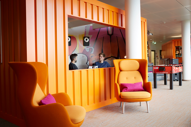 Cohesive Carpeting Unifies New Philips DACH Headquarters in Hamburg