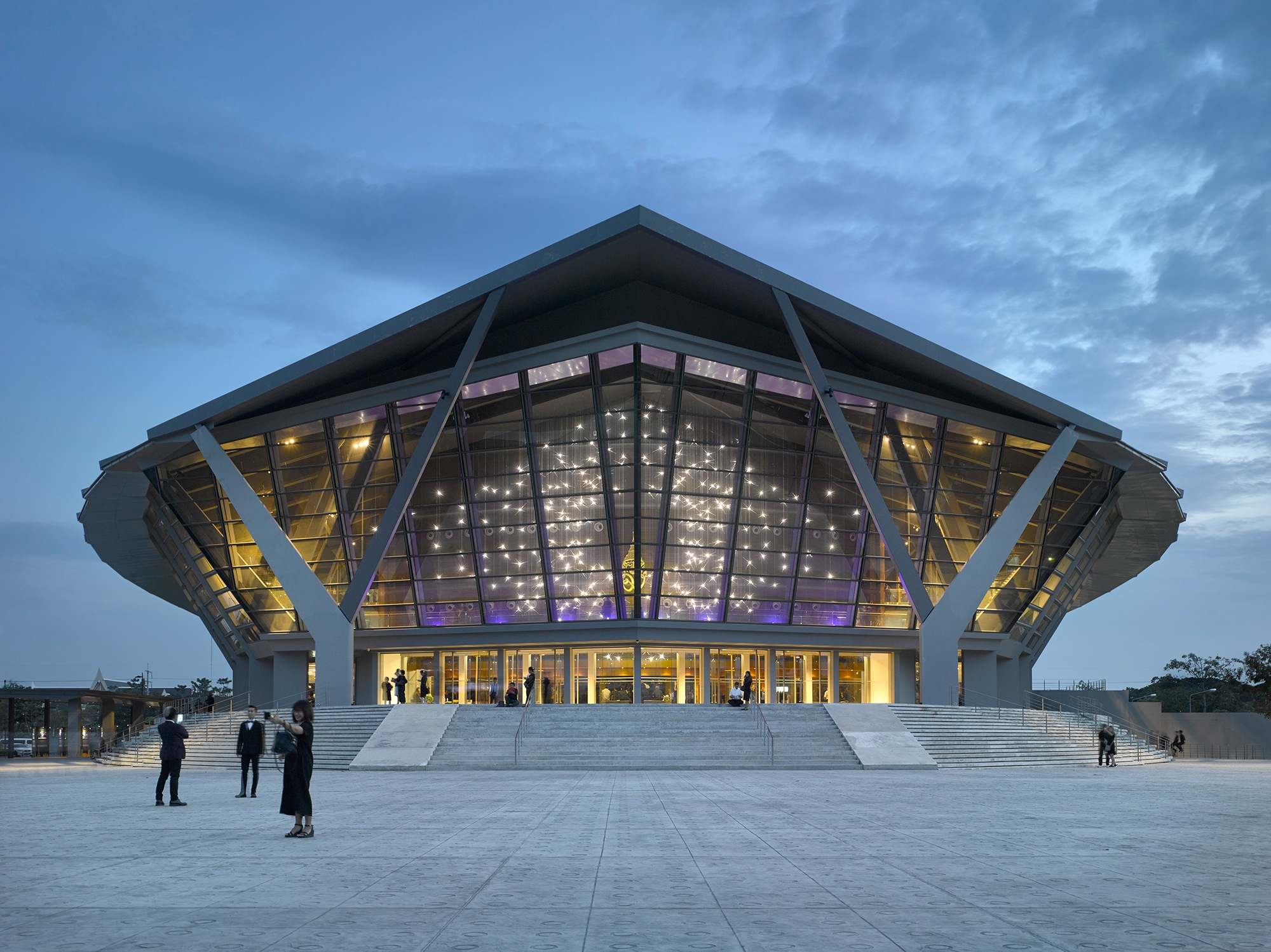 Prince Mahidol Hall at Mahidol University in Thailand. Photography courtesy of Lasvit.