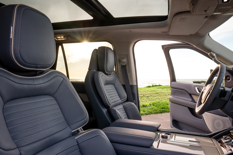 lincoln takes luxury lead with new navigator
