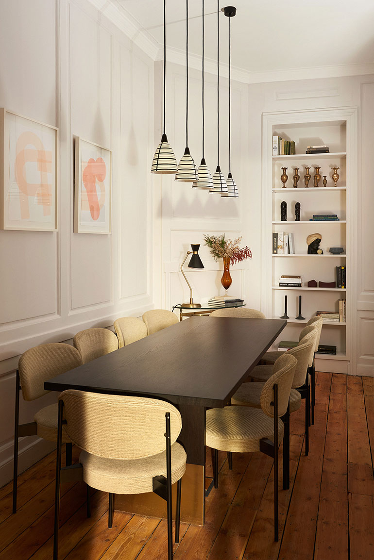 A pedestal-style conference table seats 10. Photography by Tina Hillier. 43217add2
