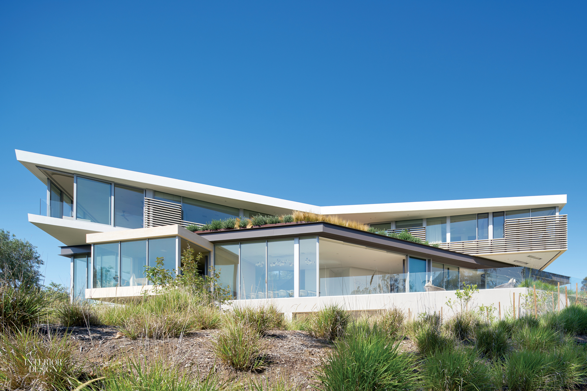 A massive los angeles house by hagy belzberg and delta wright for Villa moderna