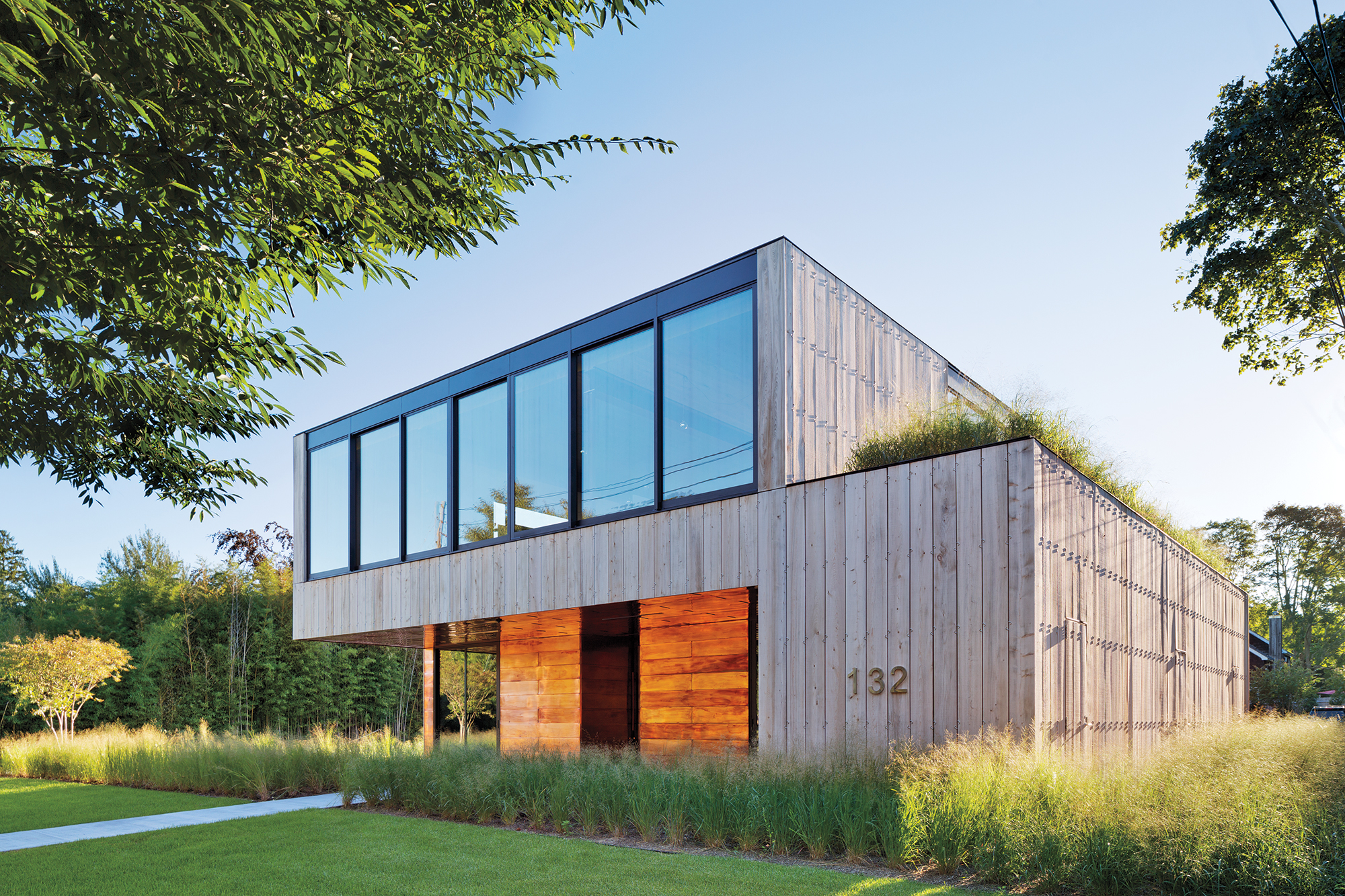 Bates masi s office in east hampton now a true extension for Architects hampton