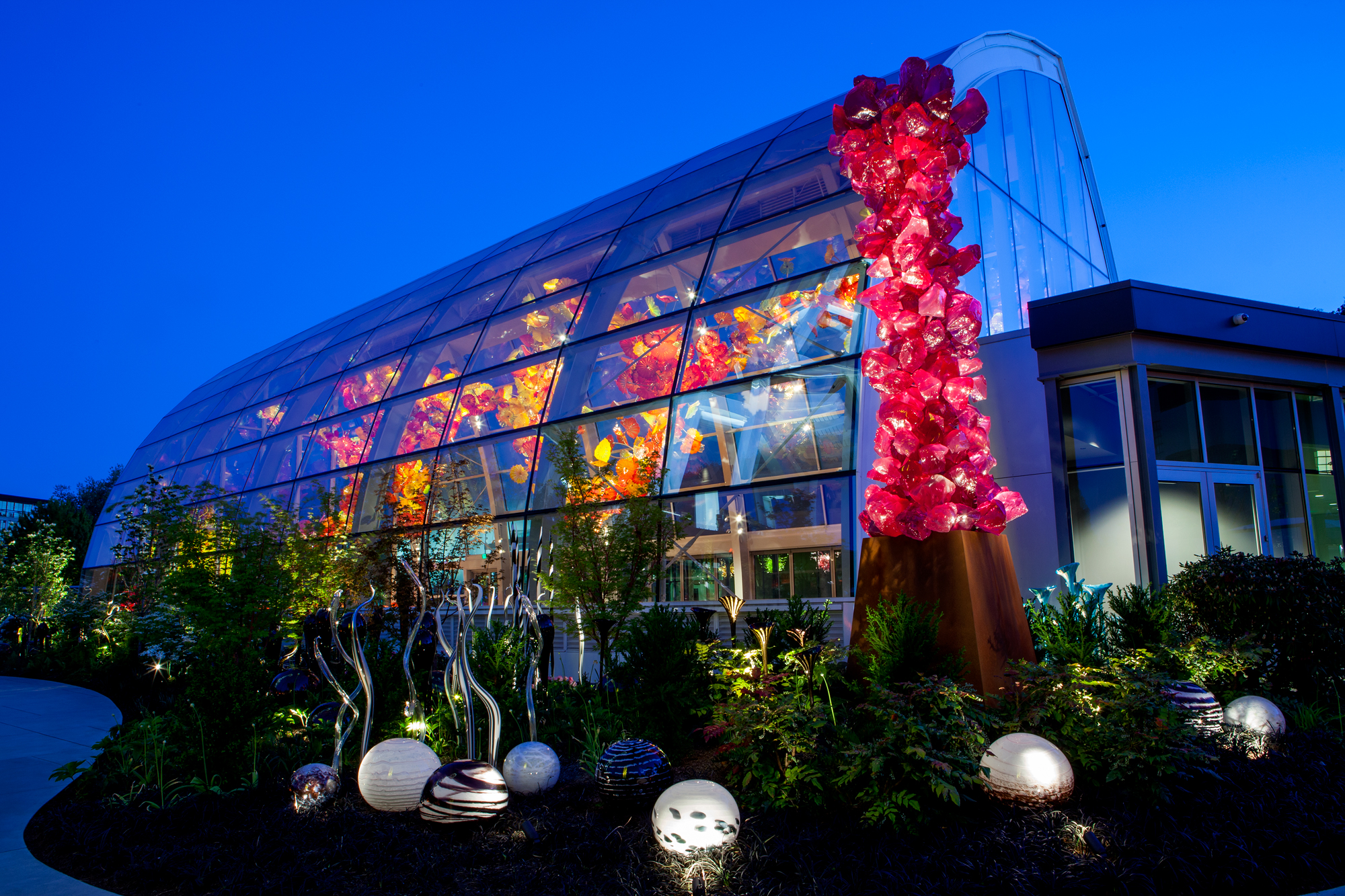 Chihuly Glasshouse. Photography courtesy of Chihuly Workshop. & Dale Chihuly Sent Thousands of Drawings by Fax Machine