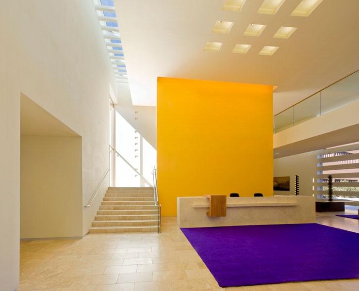 Thornburg Investment Management offices, Santa Fe, NM. Photography by Robert Reck/Courtesy of Legorreta + Legorreta.