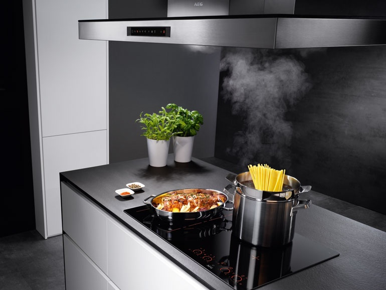 aeg u0027s maxisense pure flex hob replaces buttons and dials with integrated led touch controls  ifa 2016 trends  smart electronics to make homes more connected      rh   interiordesign net