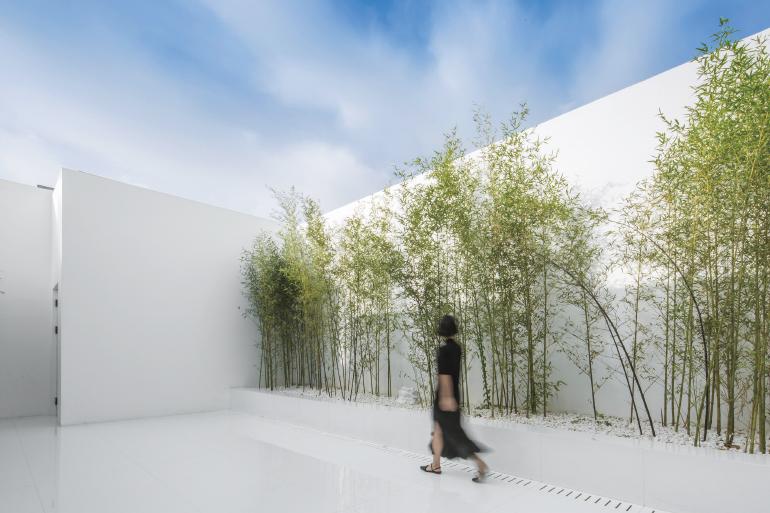 Rooftop oasis by v studio enlightens beijing s golden for Cloud kitchen beijing