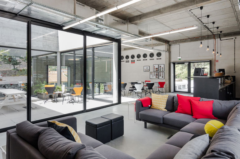 Inloki Plays With Indoor/Outdoor Space for an Outsystems Office in ...