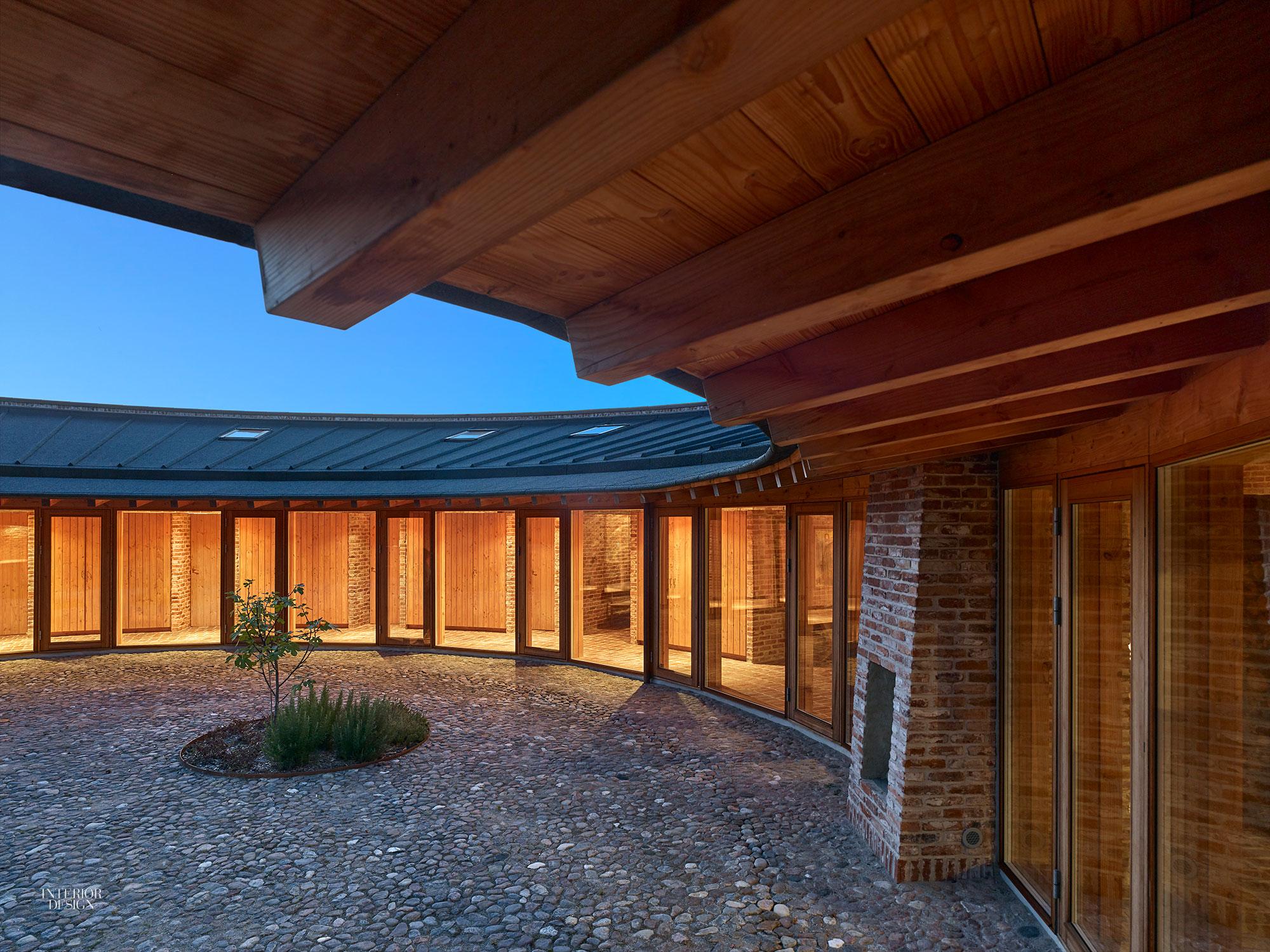 Round Homes Designs: Jan Henrik Jansen Designs Unconventional Round House In