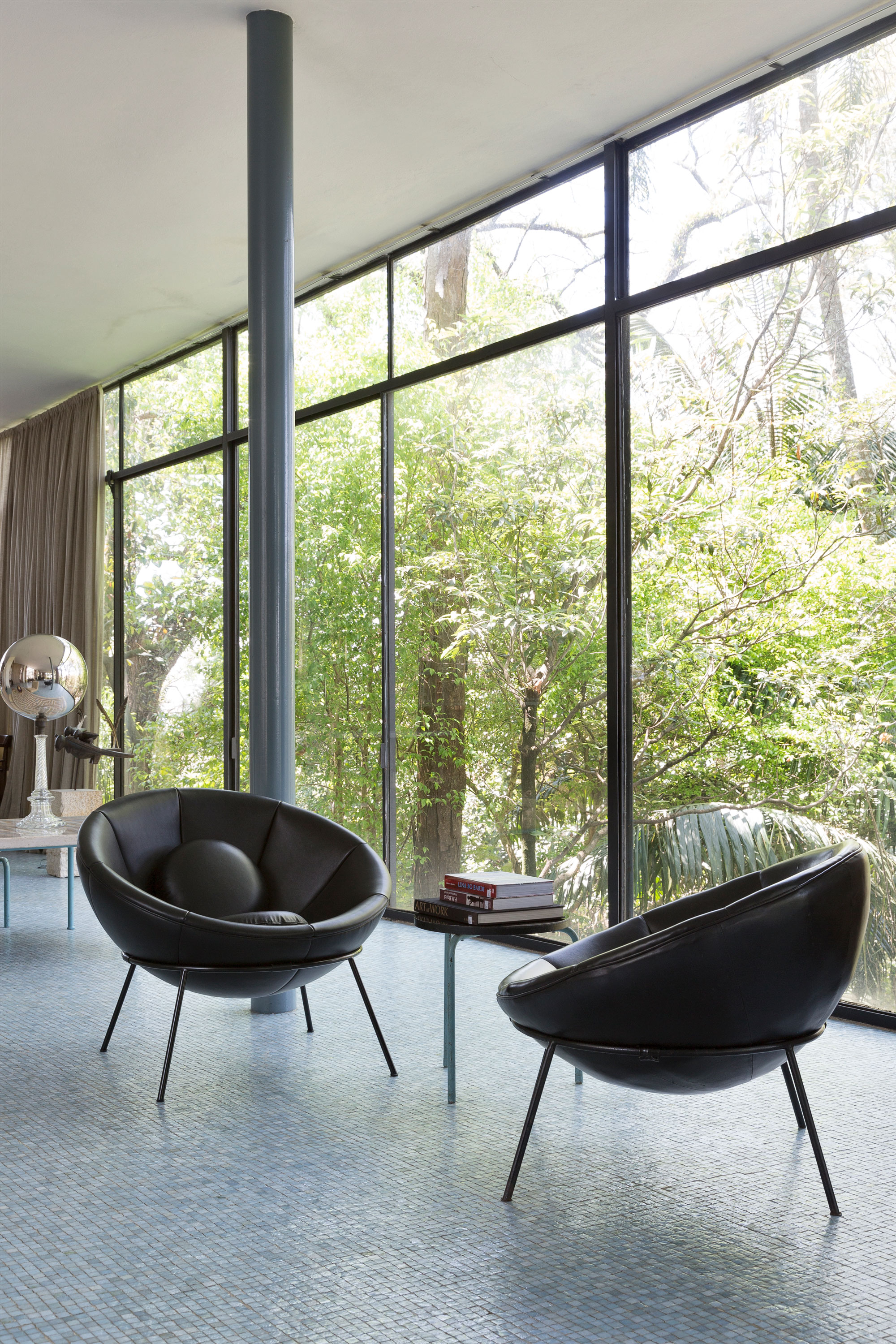 Lina bo bardi bowl chairs installed at her famed glass house for Lina bo bardi bowl
