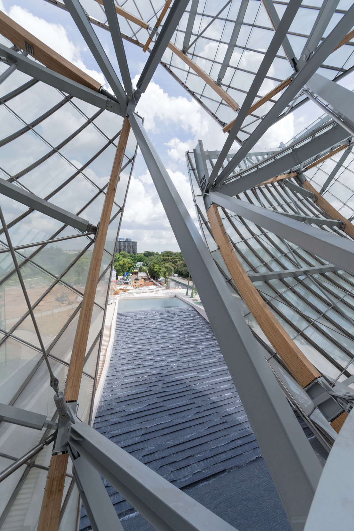 frank gehry 39 s epic louis vuitton foundation opens next week. Black Bedroom Furniture Sets. Home Design Ideas