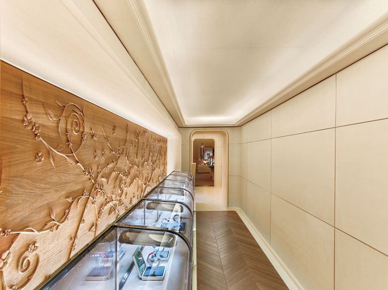 Place Vendôme Inspires The Grandeur Of Van Cleef U0026 Arpelsu0027s Newest Paris  Boutique